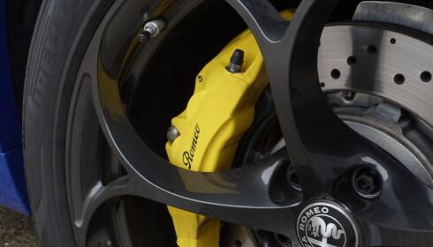 VELG FARGE: Sorte bremsekalippere er standard, men du kan få røde eller gule for 4.500 kroner ekstra. Karbonkeramiske bremser er tilgjengelig for 72.000 kroner. Foto: Rune M. Nesheim