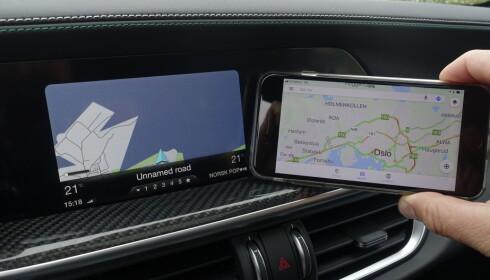 LITEN SKJERM: Vi digger måten vi navigerer på skjermen med et hjul og to knapper. Men herregur så liten skjermvisning da? Her har de utnyttet 8,8-tommeren dårlig. Foto: Rune M. Nesheim