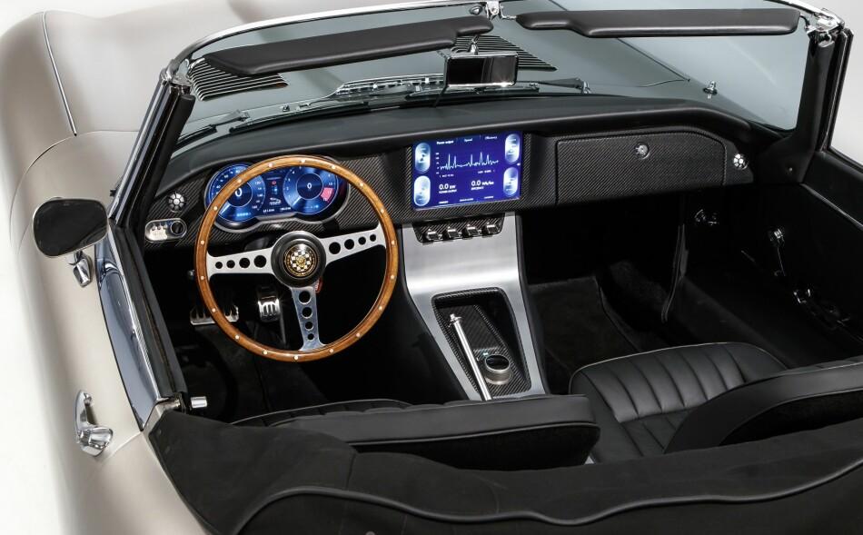 BLIR ELEKTRISK: Klassikeren Jaguar E-Type er av mange kåret til verdens vakreste bil. Nå skal den produseres som elbil. Foto: Jaguar