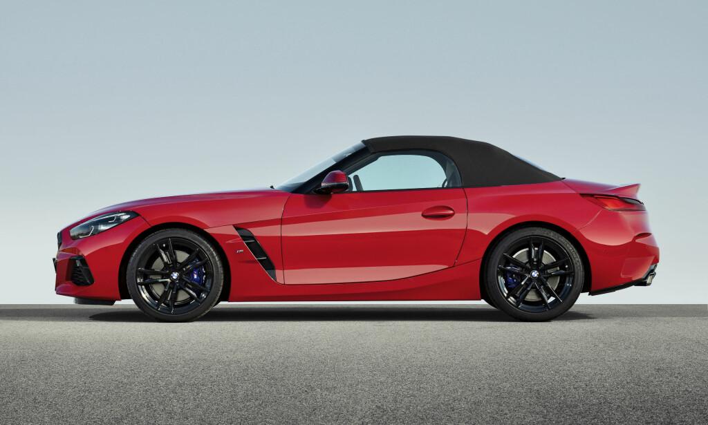 AV - OG PÅ: Klassisk BMW-roadster med klassisk takløsning: Stoffkalesje. Foto: BMW