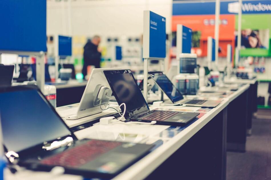 KUNSTIG BILLIG: Elkjøp mener de allerede hadde en god pris på Macbook Air, men til under 3.500 kroner skulle den ikke selges. Feilprising får ingen konsekvenser for nettbutikken, som kansellerte kjøpene og frikjennes av Forbrukerklageutvalget. Foto: Elkjøp