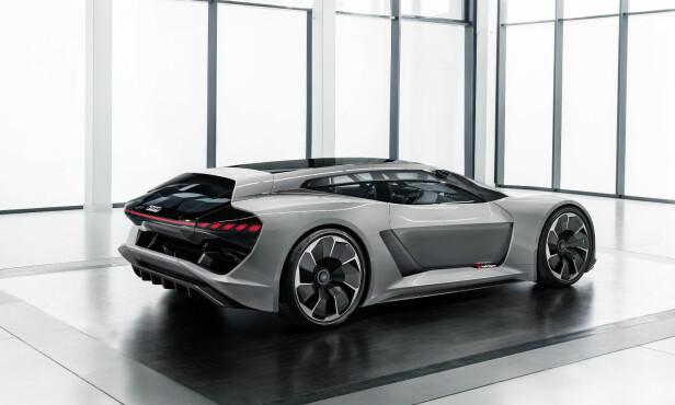 SHOOTING BRAKE: Audi har valgt en vågal tilnærming når det gjelder designspråk, tatt i betraktning at bilen i utgangspunktet er inspirert av en Le Mans racing-prototype. Men her har vi altså en stasjonsvognaktig profil som har gjort det mulig å få et bagasjerom på 470 liter. Foto: Audi