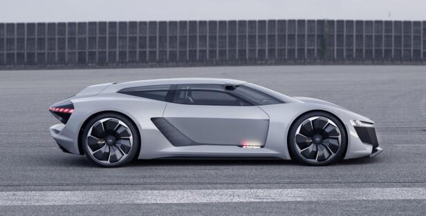 LAVT I TERRENGET: Audi PB18 «rager» 115 centimeter over bakken, så de gedigne 22-tommerne gjør desto mere av seg. Foto: Audi