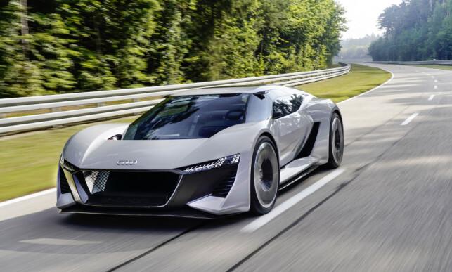 SUPERBIL-TRYNE: Oppsynet kan minne om R8, men fronten for øvrig er enda mer racing-inspirert. Føreren, når hen sitter i midten, ser rett ned på veien mellom de to gedigne skjermene. Foto: Audi