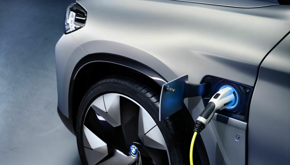 <strong>Den første i BMW iX-serien:</strong> iX3 er første modell ut i den nye iX-serien. Foto: BMW