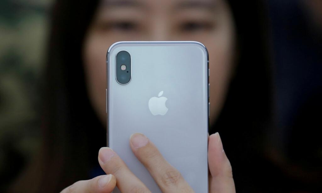FRA ÉN TIL TRE: Snart kommer Apple til å lansere tre nye mobiler med samme design som iPhone X. Foto: Thomas Peter/Reuters/NTB Scanpix