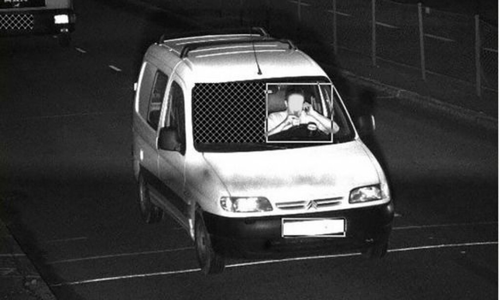 BARE FART: At fotoboksene bare bøtelegger for fart kan denne føreren, som kjører for fort, snakker i telefon og drikker av en flaske uten hender på rattet, være glad for Foto: Vegvesenet