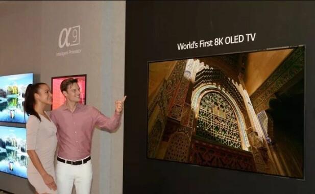 LG viser frem verdens første 8K-TV med OLED-teknologi på IFA-messen i Berlin. Foto: LG