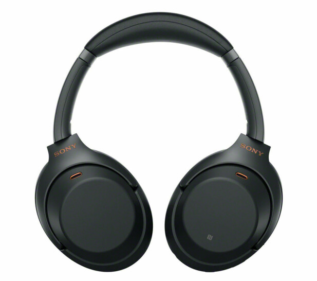 KJENT SKUE: Sony WH-1000XM3 har ingen knapper på øreklokkene, men betjenes med sveipebevegelser. Foto: Sony