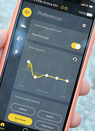 GOD APP: Appen gir deg mulighet til å endre lydbildet med for eksempel bass. Den lar deg også skru av og på lydisolering fra omgivelsene. Foto: Kirsti Østvang
