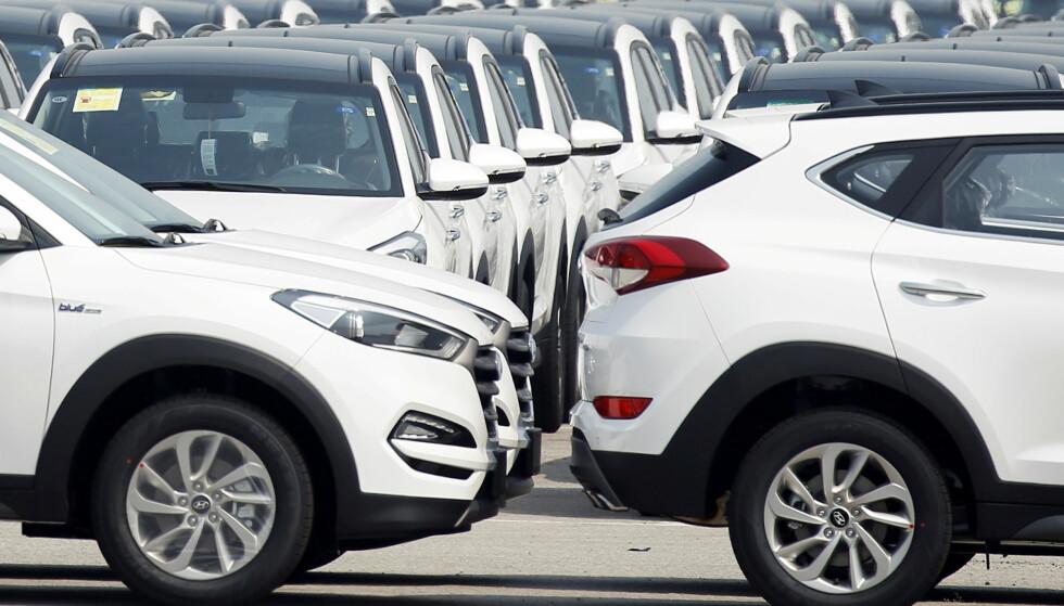 ØKNING: Nå kjøper vi igjen flere nye biler, etter et stup i nybilsalget i juli. Foto: NTB Scanpix