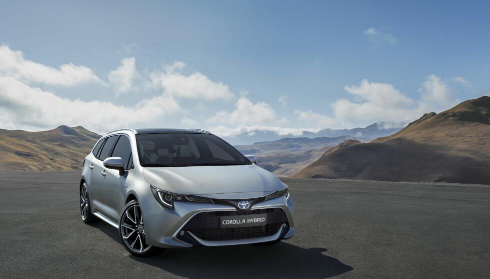 TRE VARIANTER: Toyota Corolla Touring Sports kommer til Norge allerede i 2019. Da som to hybridvarianter og bare én tradisjonell fossilmotor (bensin). Foto: Toyota