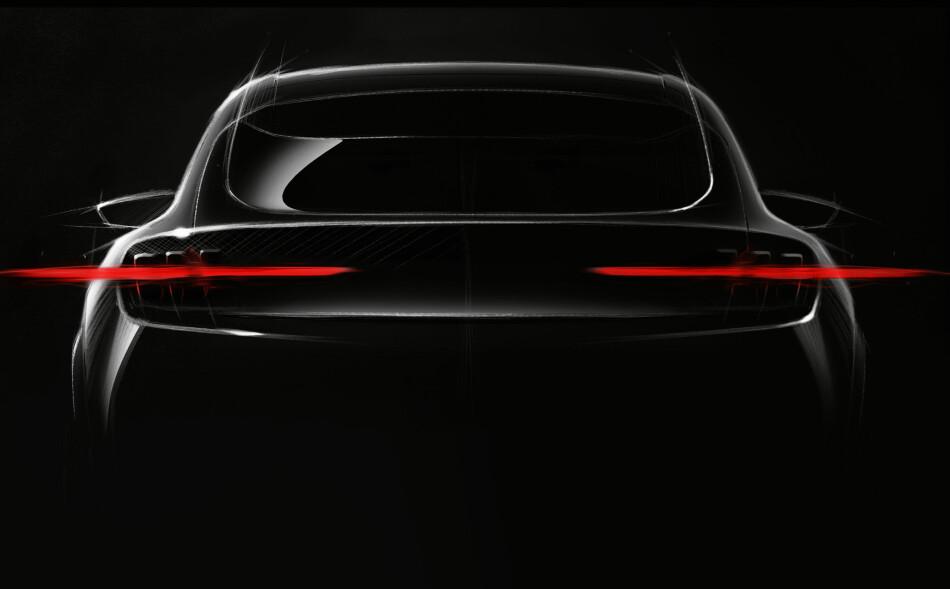 MUSTANG PÅ STRØM: Her er det første bildet av Fords nye elektriske bil. Designet er inspirert av legendariske Mustang. Foto: FORD
