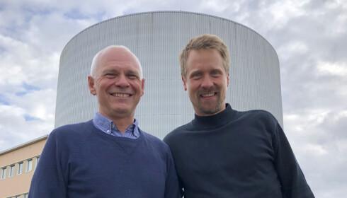 TRYGGERE LADING: Avdelingsleder Bjørn C. Hauback og seniorforsker Magnus H. Sørby ved Institutt for energiteknikk (IFE), som står bak et batteriteknologisk gjennombrudd. Foto: Mona Lunde Ramstad / IFE / NTB scanpix
