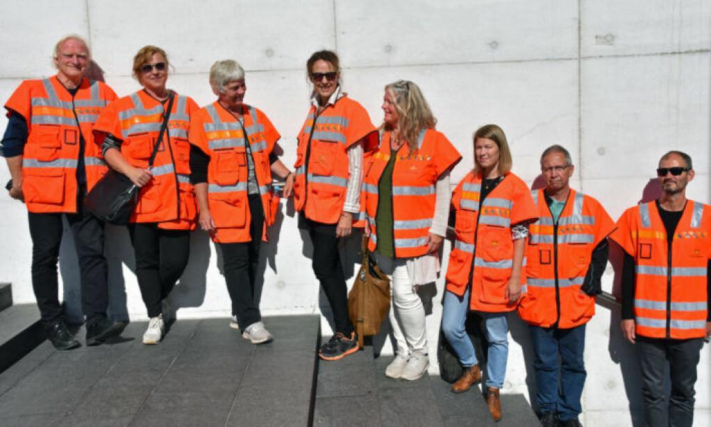 Juryen fra venstre: juryleder Ola Bettum (Norske landskapsarkitekters forening), Marte Aas (Kunst i offentlig rom), Kirsten G. Lunde (NMBU), Siri Merethe Bakken (NTNU), Anne Aude (Riksantikvaren), Berit Okstad(Tekna), vegdirektør Terje Moe Gustavsen og Henrik Lundberg (Norske arkitekters landsforbund). Foto: Henriette Erken Busterud