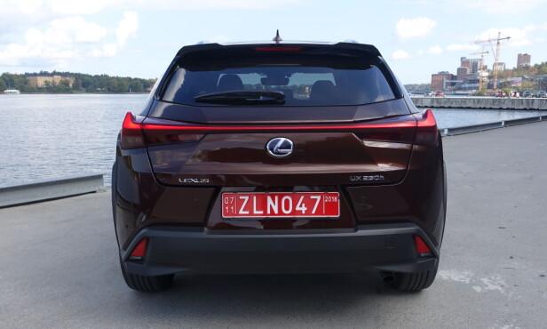 <strong>SKARPT:</strong> Lexus har utviklet et helt unikt designspråk, noe både front og hekk viser helt tydelig. Foto: Knut Moberg