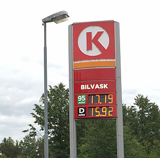 MYE Å SPARE: Bensin- og dieselprisen varierer ofte med et par kroner i løpet av uka. Du kan spare mye penger ved å følge med på prisen i masta. Foto Rune Korsvoll