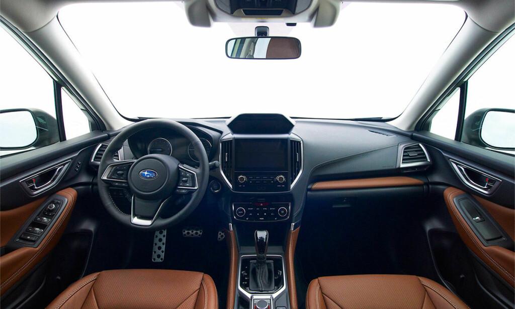 KLASSISK: Ingenting futuristisk over det nye Forester-interiøret - dette ser ganske traust, men funksjonelt, ut. Foto: Subaru