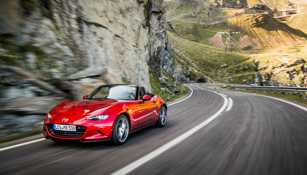 PRØV EN: MX-5 er kanskje en av de mest kjøreglade og ukompliserte bilene på markedet i dag. Og prisen er ikke avskrekkende. Ikke prestasjonene heller. Foto: Mazda.