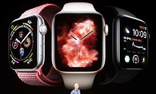 BEDRE URSKIVER: Den større skjermen på Apple Watch Series 4 gir plass til mer informasjon på skjermen. Den har nye urskiver som kan vise enda flere komplikasjoner. Foto: Noah Berger/AFP Photo/NTB Scanpix