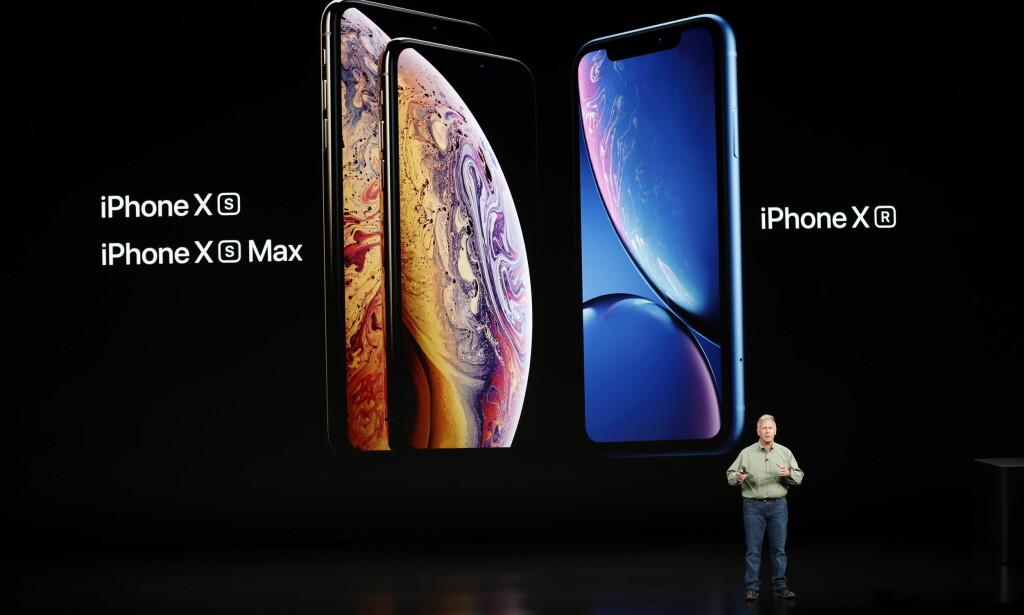 TRE NYE MOBILER: Apples markedssjef, Philip W. Schiller, viste frem selskapets tre nye iPhone-modeller onsdag kveld norsk tid; iPhone Xs, Xs Max og Xr. Foto: Stephen Lam/Reuters/NTB Scanpix