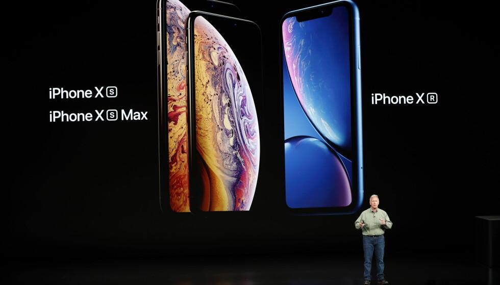 <strong>TRE NYE MOBILER:</strong> Apples markedssjef, Philip W. Schiller, viste frem selskapets tre nye iPhone-modeller onsdag kveld norsk tid; iPhone Xs, Xs Max og Xr. Foto: Stephen Lam/Reuters/NTB Scanpix