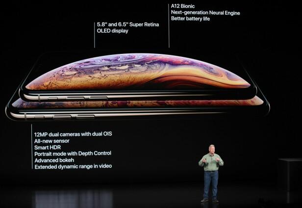 <strong>IPHONE XS I TO UTGAVER:</strong> Apples toppmodell kommer nå i to utgaver, med enten 5,8 eller 6,5 tommer skjerm. Foto: Justin Sullivan/Getty Images/AFP/NTB Scanpix