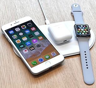 <strong>ALDRI BLITT LANSERT:</strong> Apples trådløse ladeplate, AirPower, ble vist frem i september 2017. Ett år senere har den fortsatt ikke dukket opp for salg. Foto: Josh Edelson / AFP Photo / NTB Scanpix