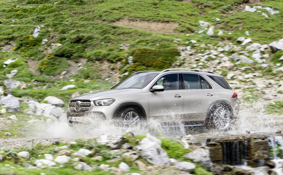Til tross for de røffe omgivelsene Mercedes har valgt å fotografere den nye SUV-en i, er det mest sannsynlig at kundene som anskaffer nye Mercedes-Benz GLE stort sett vil holde seg på asfalt, og ofte i urbane landskap. Foto: Daimler AG