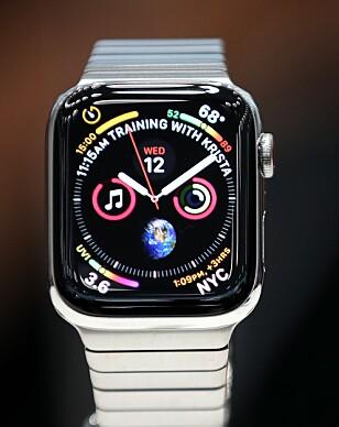 STØRRE SKJERM: Nye Apple Watch Series 4 har 30 prosent større skjerm, og har fått nye urskiver som viser mer sanntidsinformasjon. Foto: Justin Sullivan/Getty Images/NTB Scanpix