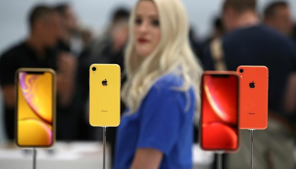 BARE ETT KAMERA BAK: Apples nye iPhone XR har bare ett kamera bak, mens de to andre nye modellene, iPhone Xs og Xs Max har to. Foto: Justin Sullivan/Getty Images/NTB Scanpix