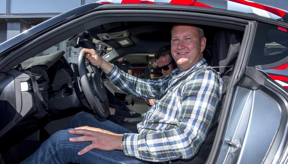 DET ENESTE BILDET: Dette ver det eneste bildet vi får vist innvendig, for her var det fotoforbud. Det meste er tildekket, men vi kan her og nå avsløre et høyt innslag av BMW. Bilen bygges hos Magma Steyr i Østerrike sammen med BMW Z4. Foto: Toyota