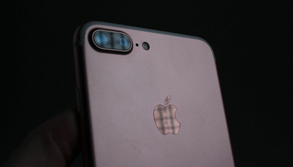 TO KAMERAER: iPhone 7 Plus er den første Apple-telefonen med to kameraer på baksiden. Foto: Pål Joakim Pollen