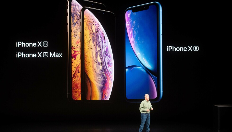 DE TRE NYE: I år har Apple skrotet hjemknappen for godt. Alle de tre nye iPhone-modellene har såkalt rammeløst design. iPhone Xs er den minste av dem med 5,8 tommer skjerm. Foto: Noah Berger/AFP Photo/NTB Scanpix