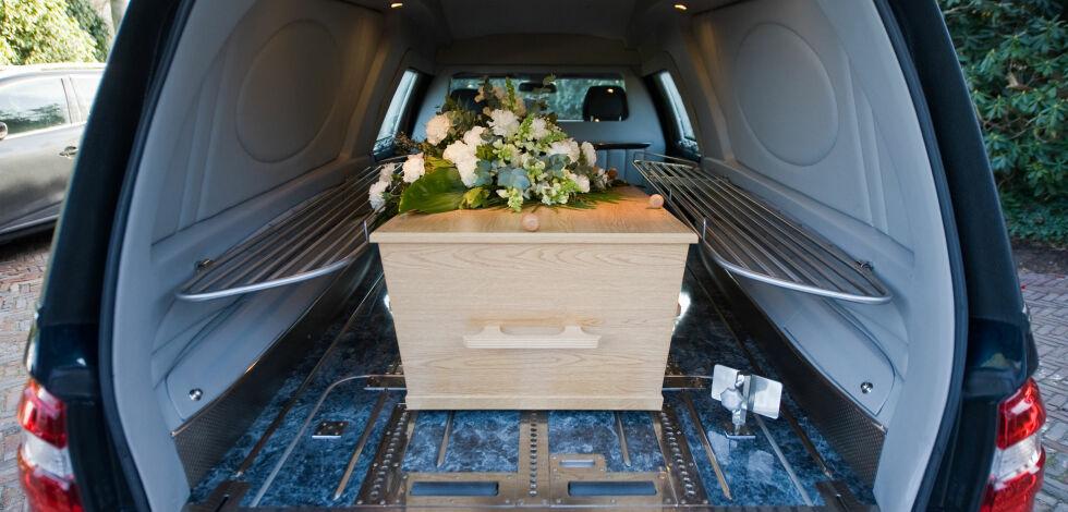 image: Bruktbil var brukt i begravelser - kjøper fikk 70.000 i avslag