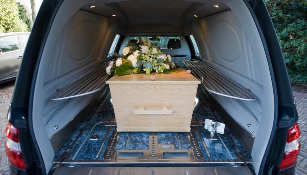 SELGER OPPLYSTE IKKE AT BILEN VAR BRUKT SOM BEGRAVELSESBIL: Kjøper fikk 70.000 i avslag på grunn av manglende opplysninger - og fordi bruk som begravelsesbil vil kunne påvirke salgsprisen. Foto: Shutterstock/NTB scanpix