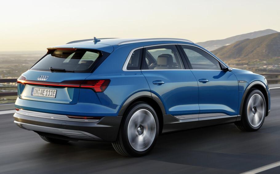 <strong>STOR:</strong> Med nær fem meter i lengde er det en stor bil Audi nå lanserer - ofte beskrevet som en slags Q6, en mellomting mellom Q5 og Q7. Foto: Audi