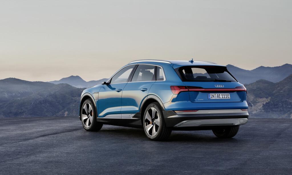 LYSSTRIPEN: Den tverrgående lysstripen er på plass i hekken, som på andre nye modeller. Foto: Audi