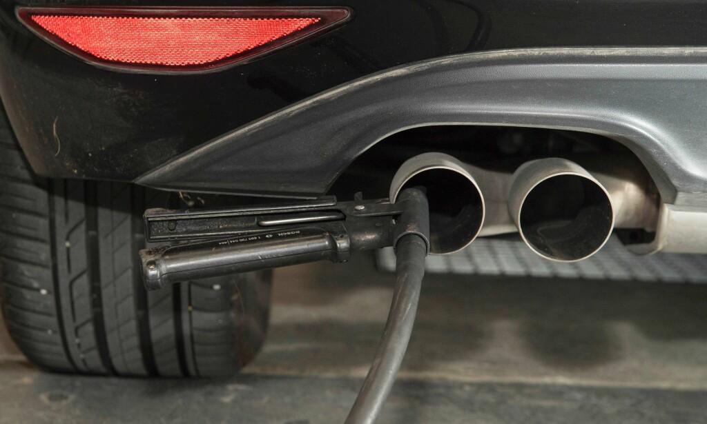 UNDER GRANSKING: BMW, Daimler og Volkswagen er mistenkt for å ha inngått avtale seg imellom «for å ikke konkurrere mot hverandre i utviklingen og utrullingen» av teknologi for å begrense utslipp fra bensin- og dieseldrevne personbiler. Foto: NTB scanpix