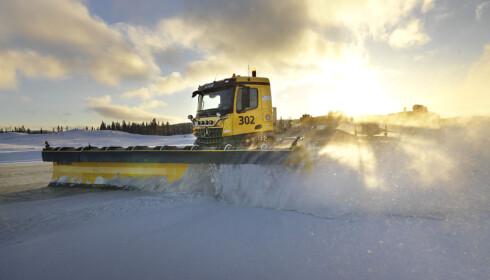 SNØRYDDING: Brøytebilene skal testes ut fra nyttår. Foto: Avinor