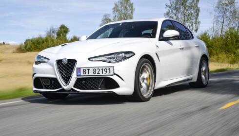 STÅENDE: Den nye BMW-looken gir klare vibber til Alfa Romeo Giulia. Foto: Jamieson Pothecary