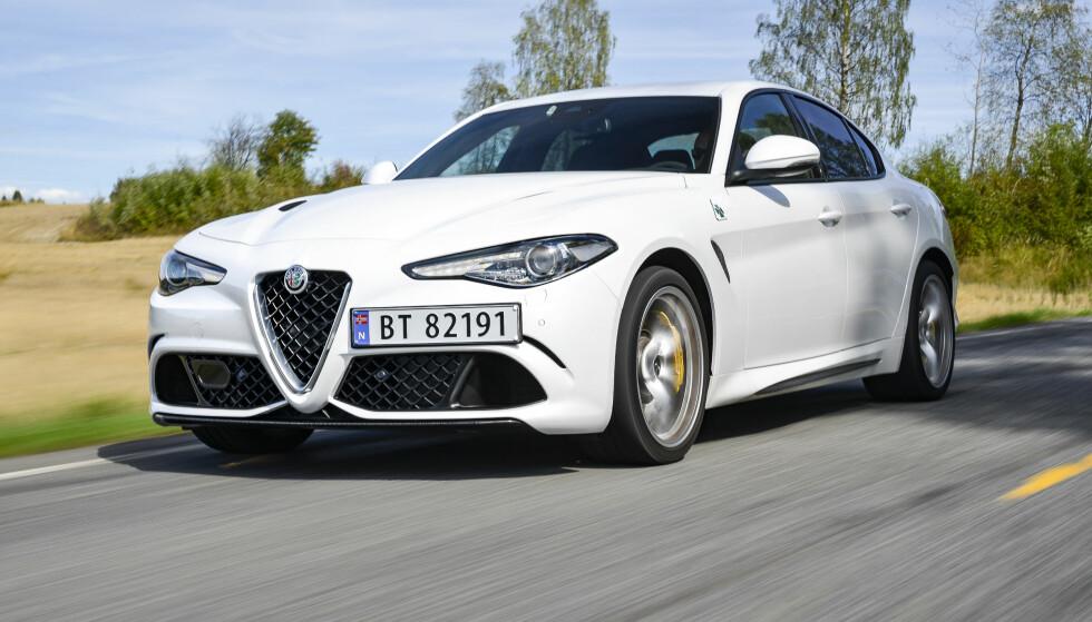 SINT MEN NØYTRAL: Alfa Romeo har valgt å ikke gi bilen det sinteste utseendet. Det sidemonterte skiltet er naturligvis på plass. Foto: Jamieson Pothecary