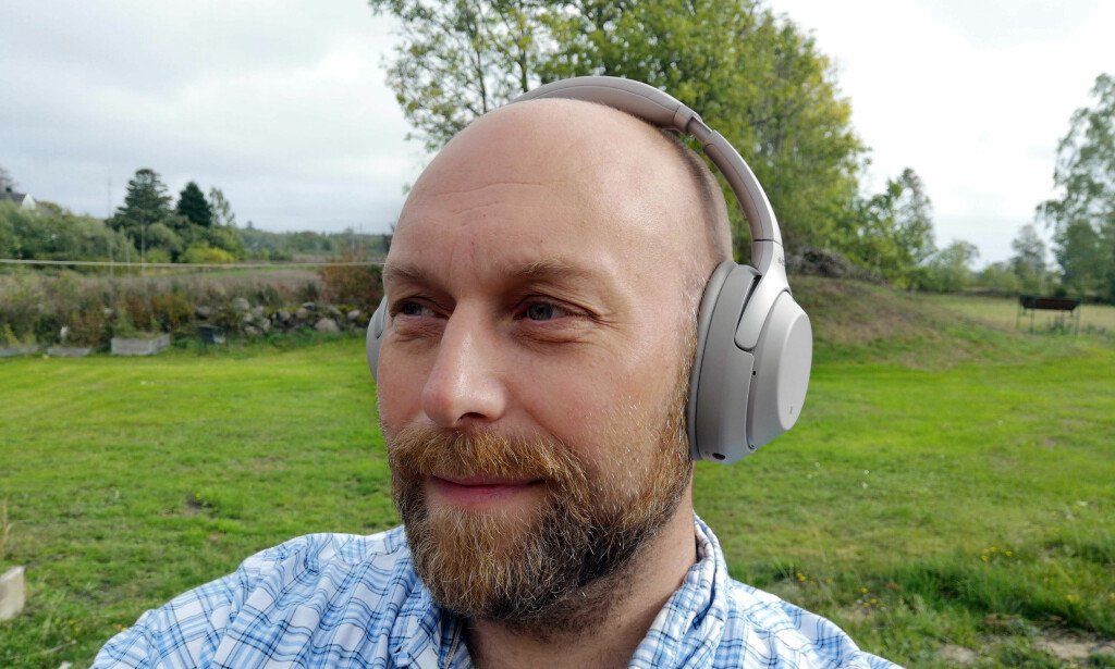 TERNINGKAST SEKS: Det er bare å ta av seg hatten – Sony har nok en gang levert et særdeles godt sett med hodetelefoner. Foto: Pål Joakim Pollen