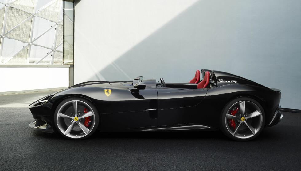 IKONISK DESIGN: Ferrari Monza (SP2) får en design som er tydelig inspirert av de ikoniske racing-bilene som Ferrari bygget på 50-tallet. Foto: Ferrari