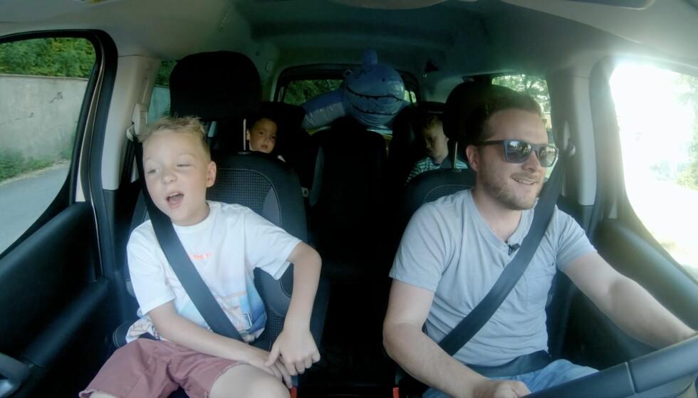 <strong>UT PÅ TUR:</strong> Familien Holthe fikk prøve å pakke alt de trengte for en heldagsutflukt i en Peugeot Partner Tepee Electric.
