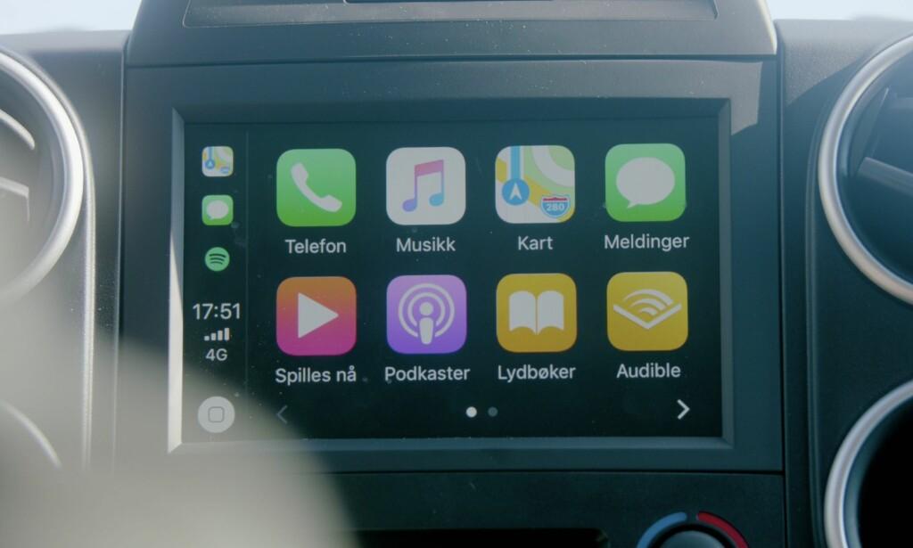 FULL OVERSIKT: Få full oversikt over bilens funksjoner på dashbordet.
