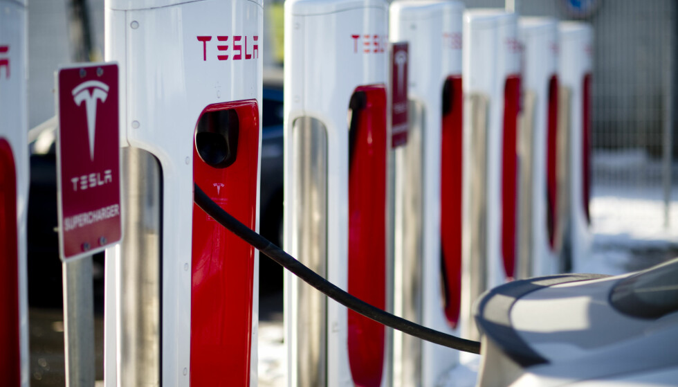 ØKTE GEBYRER: Tesla øker gebyrene for å okkupere et ladepunkt når bilen er fulladet. Foto: Jonas Frøland / NTB scanpix