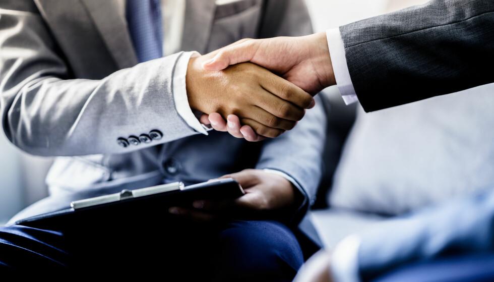 JOBBLÅN: Du kan låne penger av arbeidsgiveren din, og dette kan lønne seg for deg med høy kredittkort- og forbruksgjeld, ifølge Reitan i Nordea. Foto: Shutterstock/NTB Scanpix.