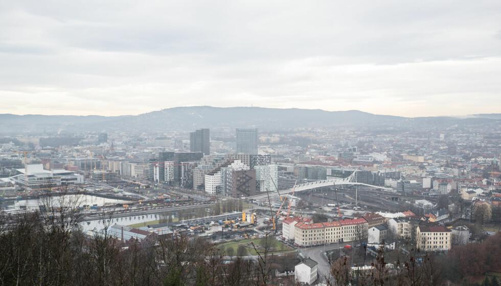 NY VARSLING: Skal varsle om lokal luftkvalitet. Bildet er fra Oslo en dag da luftkvaliteten var lav. Foto: Shutterstock