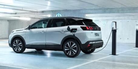 Lekkert Peugeot-konsept med enorm kraft og rekkevidde